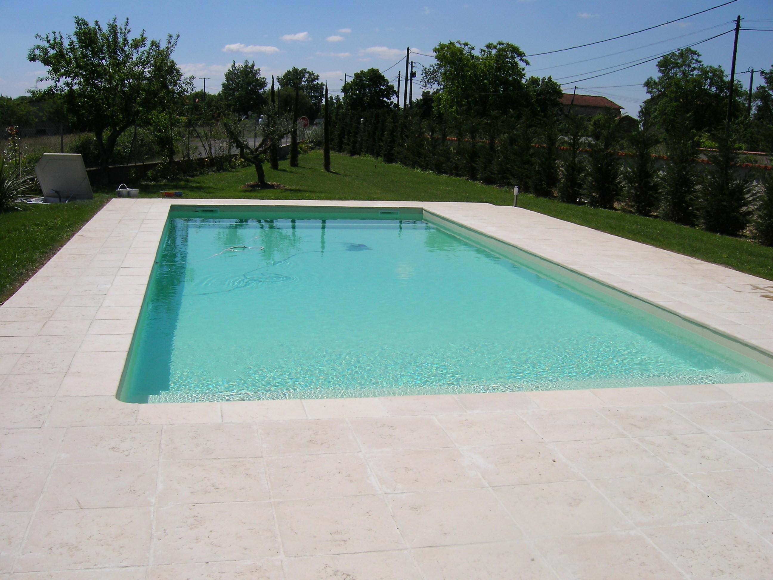 coque piscine couleur sable